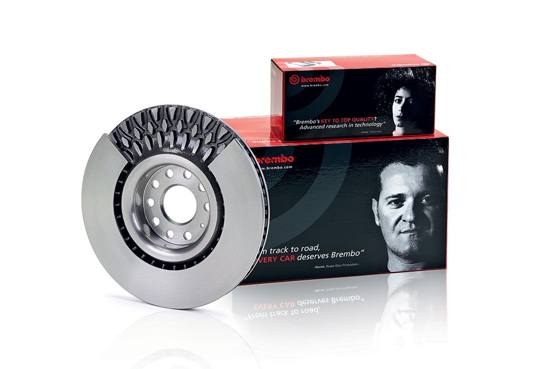Brembo aftermarket disc in cast iron with pillar venting and Brembo aftermarket packaging
