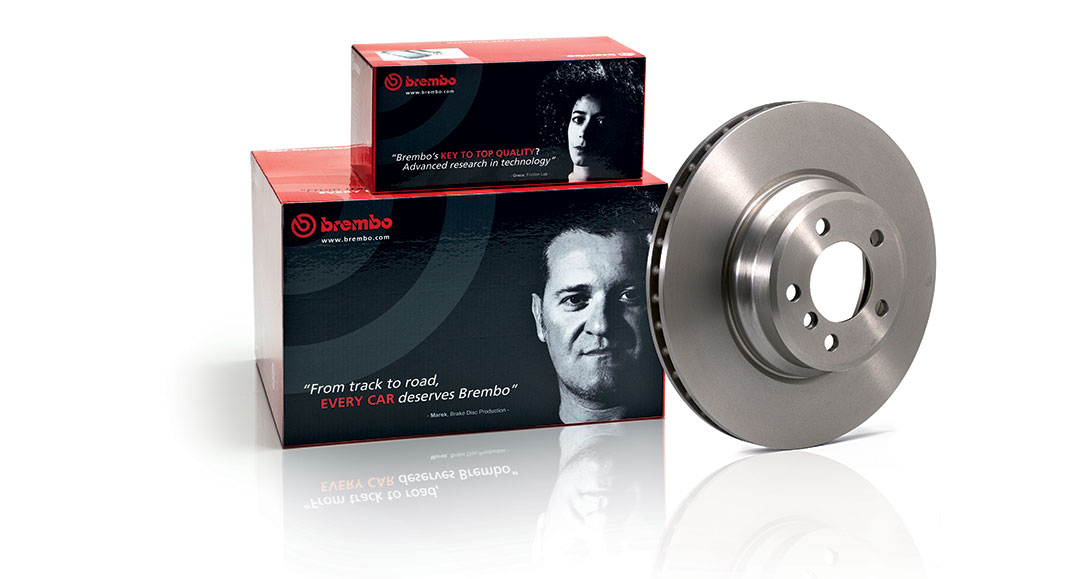 Disco Brembo aftermarket in ghisa con ventilazione pioli e confezione Brembo aftermarket