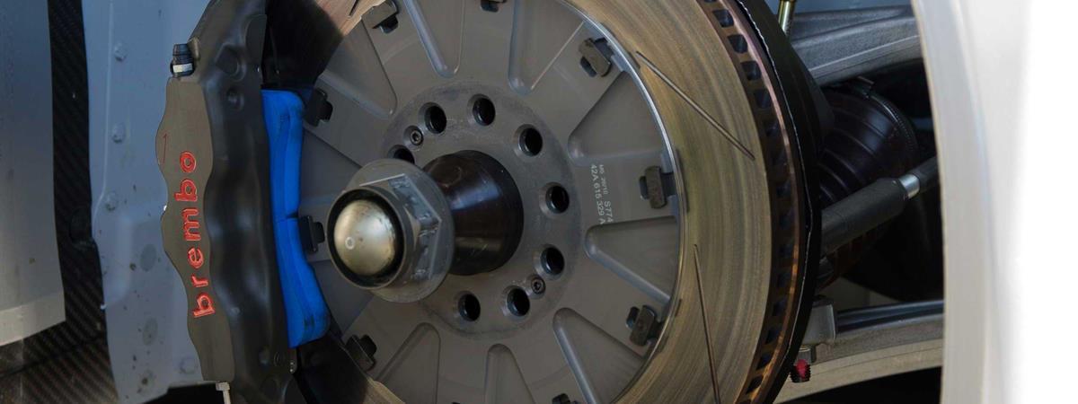 Audi R8 LMS con dischi da corsa Brembo 370 mm di tipo 1 nella parte anteriore. Foto: James Boone